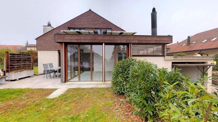 Freistehendes Einfamilienhaus mit Wintergarten, Garten und Garage in Safnern (BE)